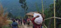 অগ্নিসংযোগের পর বাড়ি-ঘর ছেড়ে পালাচ্ছে মিয়ানমারের মানুষ